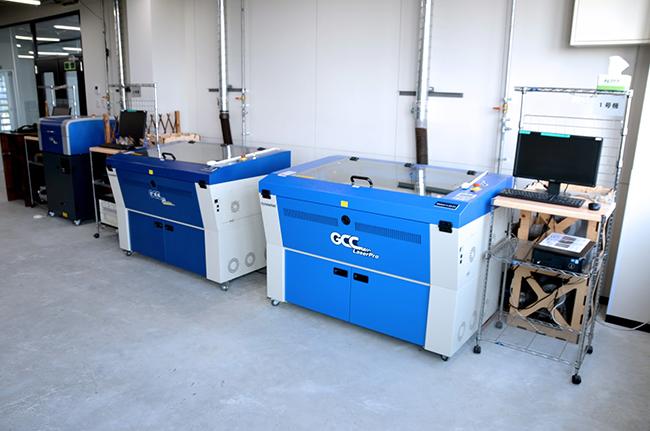 レーザー加工機(カッター)は計4台揃えており、「GCC社製SPIRIT GLS」と「GCC社製C180」の2種類をご利用いただけます。