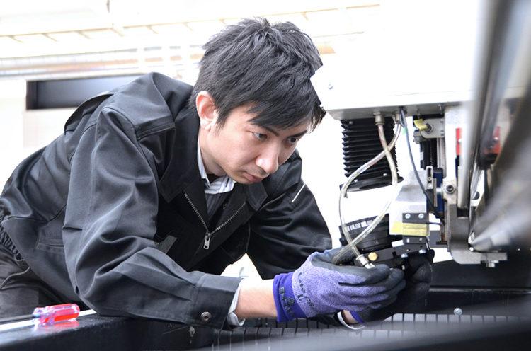コムネットのレーザーメンテナンスサポートの強み その2:メーカー公認の高い技術力!レーザー加工機メーカーより認定を受けたマイスターが在籍