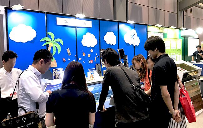 SIGN EXPO2018のコムネットブースにてレーザー加工機・レーザーカッターのデモンストレーションや展示など ご覧いただきありがとうございました。