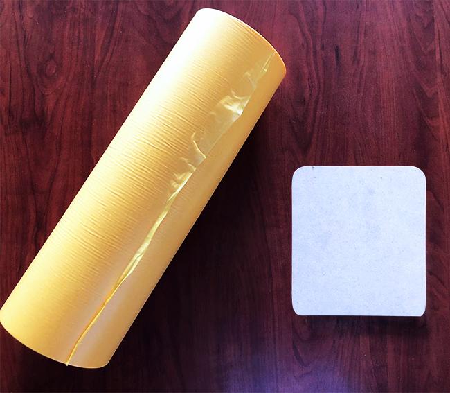 レーザー加工機・レーザーカッターでの木材加工に出てくる『ヤニ』や『焦げ』を落とす方法の1つ、マスキングテープを貼って加工することです。