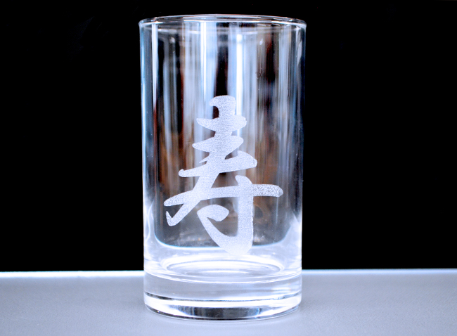レーザー加工機・レーザーカッターを使用した、ガラスへのレーザー彫刻加工する時に、対策をしないと表面がバリバリしてしまいます。