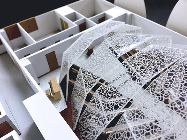レーザー加工機・レーザーカッターでの建築模型の製作でのメリットは、手作業では限界がある、ガラスの細かな装飾表現もレーザー加工だと再現できることです。