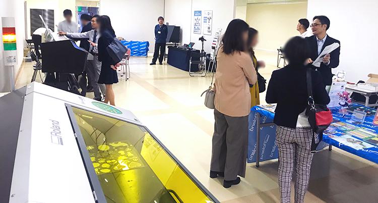 コムネット株式会社は2018年10月23日(火)・10月24日(水)に、広島県にて開催された展示会「ローランド ディー.ジー. オータムフェア 2018 in広島」に出展いたしました!UVプリンターと相性抜群なレーザーカッターでギフトやノベルティなどのグッズ業界のご提案を致しました。