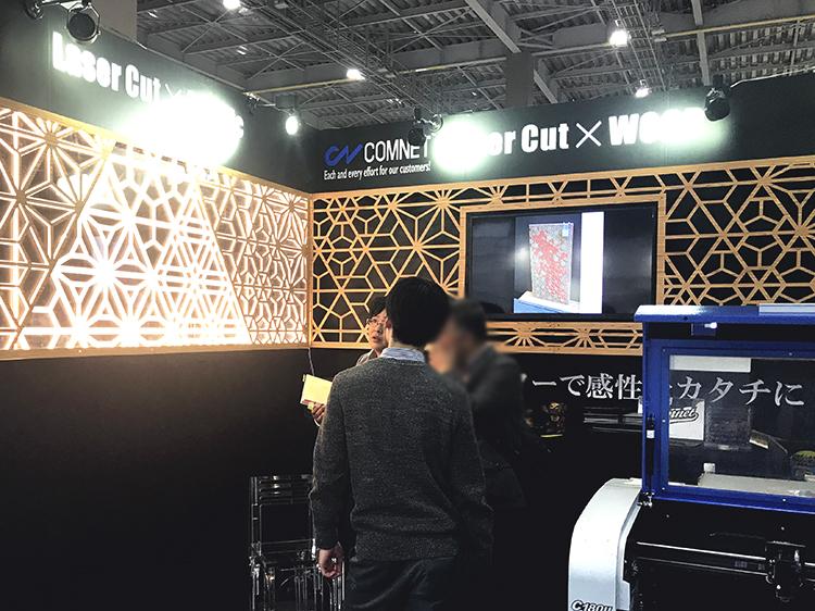 日本最大級の国際インテリア見本市「JAPANTEX 2018」に出展し、インテリア製品の製作現場で活用いただける、細かく速い性能の卓上汎用型で人気が高いレーザーカッター・レーザー加工機についてお客様にご提案しました。