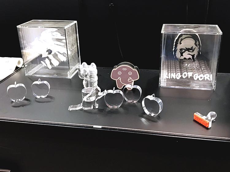 レーザー加工技術や光に関した部品や計測、分析などの3つの専門展から開催されている「Photonix2018」に展示したアクリルやゴムのサンプルをたくさんのお客様にご提案いたしました。