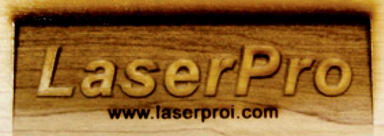レーザーカッター(レーザー加工機)の3Dレーザー彫刻や、レーザーカットなどで加工素材に木を使用するときはヤニがついて汚れてしまうことがあるので、マスキングテープを貼ると汚れが少なくなります。