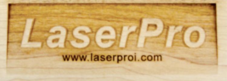 レーザーカッター(レーザー加工機)で木材を3D彫刻やレーザーカットなどレーザー加工するときは、木のヤニや焦げなどで汚れてしまうことがありますので、加工後に洗うか加工前にマスキングテープを貼る方法などで汚れを軽減させましょう。