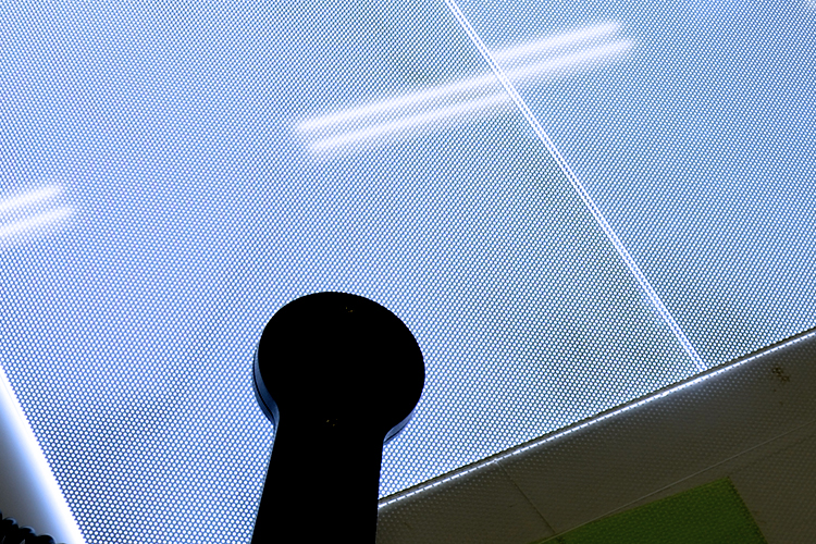 レーザー加工機でドット彫刻した導光板