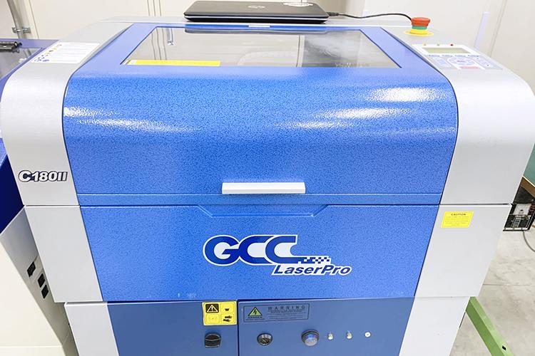 レーザー彫刻用ゴム板の検証:レーザーカッターで彫刻をする