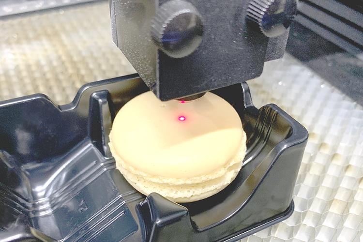 マカロンをレーザーカッター(レーザー加工機)でレーザー加工する2