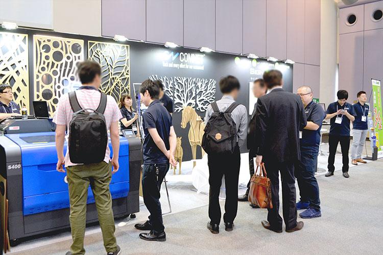 SIGN EXPO 2019(サインエキスポ)開催中の、コムネット出展ブースの様子。