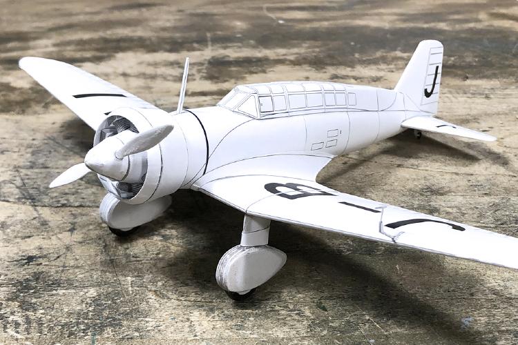 株式会社植松電機様がレーザー加工機SEIシリーズEASY(30W)を使用して制作したペーパークラフト:飛行機