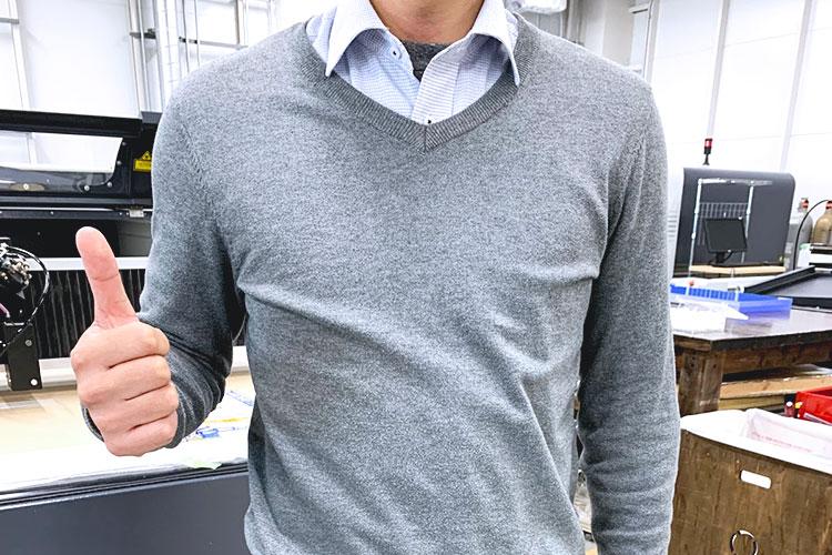 ワイシャツの袖を切っても、上にセーターやカーディガンを重ね着してしまえば、違和感はありません。