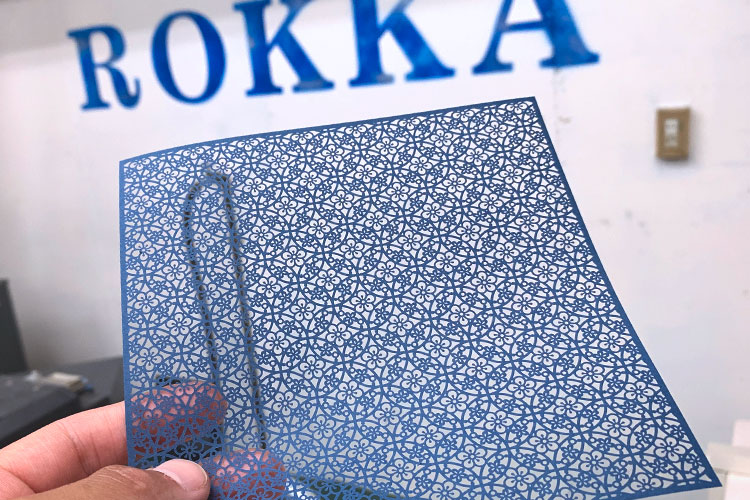 株式会社ロッカ様のレーザー加工で製作されたオリジナル商品「千代切紙(ちよきりがみ)」