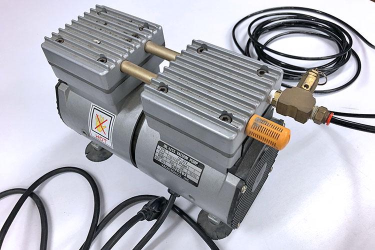 レーザーカッター(レーザー加工機)の周辺機器:エアーコンプレッサー