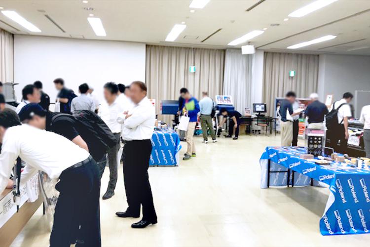 岡山県で開催された、コムネットとローランドD.G様の共催イベントでは、レーザーカッターとUVプリンターを組み合わせたレーザービジネスをご提案いたしました。
