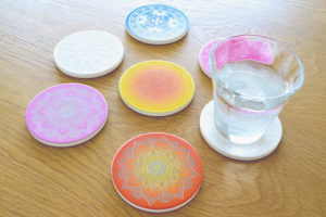 100均の珪藻土コースターをレーザー彫刻・UVプリントでアレンジ!