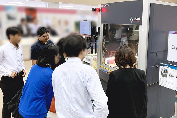 2019北陸印刷機材展 出展レポート:販売実績があるガルバノ式レーザー加工機(レーザーカッター)で紙加工のデモンストレーション