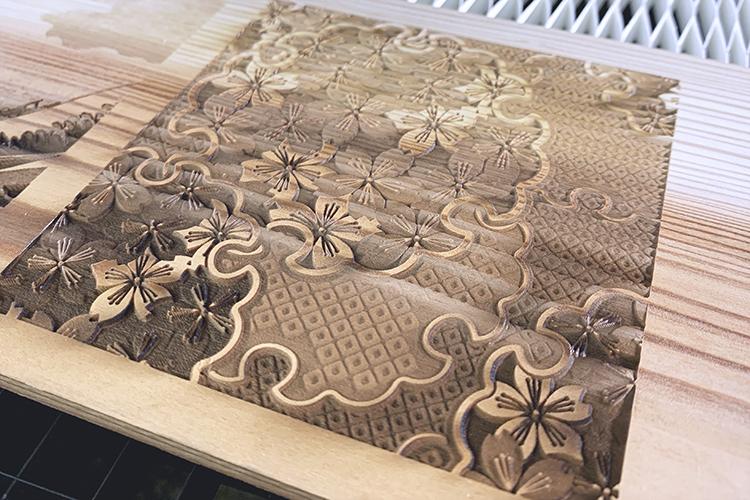 レーザー加工機(レーザーカッター)サンプル:木板にレーザ彫刻で立体的に桜を彫刻
