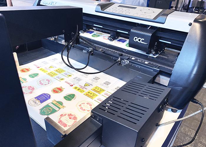 自動給紙機能付きカッティングマシン(カッティングプロッター)「JaguarVLX」のシールカット加工デモンストレーション
