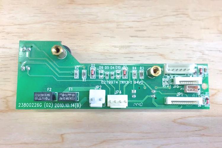 レーザーカッターのモーターエラーが発生したときはX軸・Y軸のセンサーを清掃してみましょう。