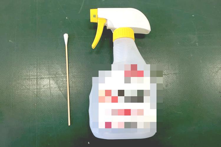 レーザーカッター・レーザー加工機のモーターが不調になったときの清掃に必要なものは、綿棒とアルコールです。