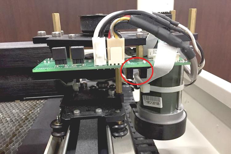 レーザーカッター・レーザー加工機のY軸センサーはセンサーの内部を清掃してください。