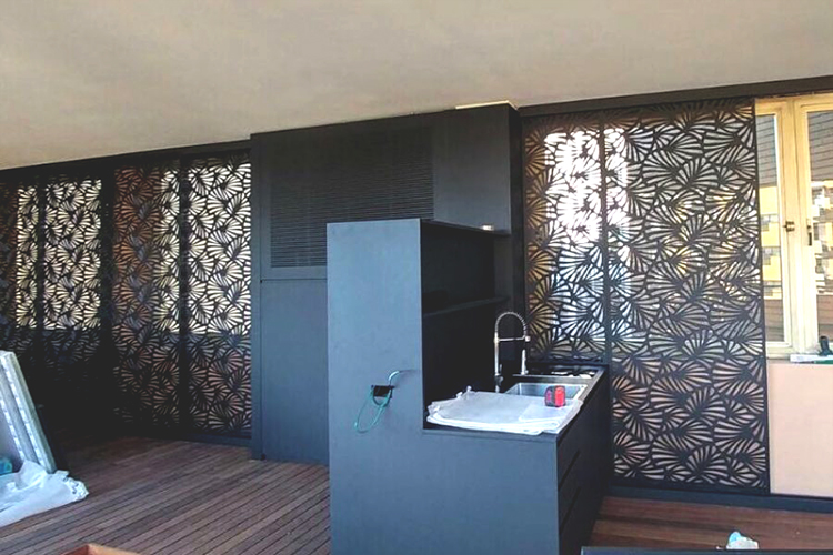 イタリアSei社のレーザー加工機(レーザーカッター)活用事例:壁面デザインカット