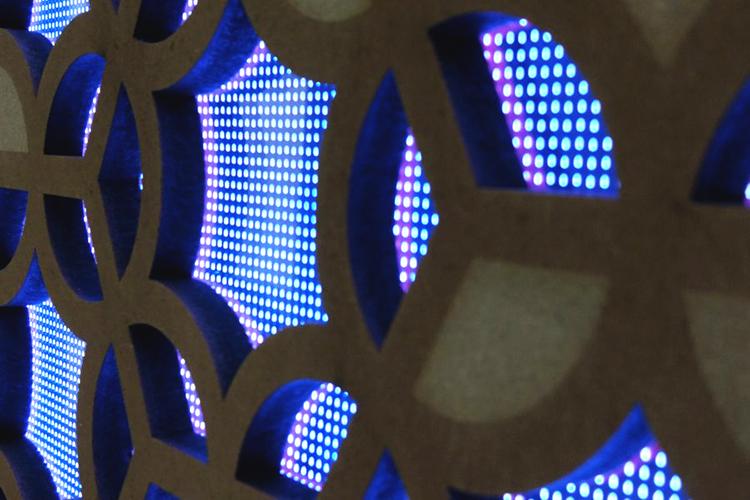 イタリアSei社のレーザー加工機(レーザーカッター)活用事例:導光板付き壁面装飾