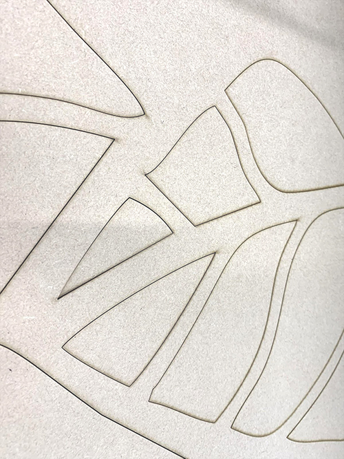 レーザー加工機 SEIシリーズ MERCURY 609 1530 400Wで切り出したMDF製壁面パネルはシャープな切り口です。