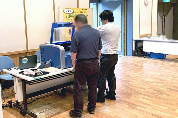宮崎県の会場へご来場いただいたお客様にレーザー加工機(レーザーカッター)とUVプリンターで始めるグッズ・ノベルティビジネスをご提案しました。