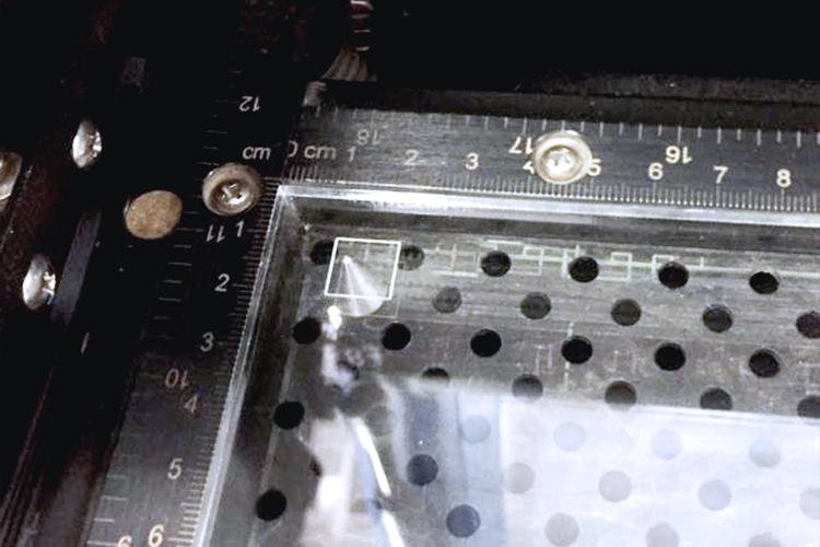 GCC社製レーザーカッター(レーザ加工機)の原点調整方法:四角形を罫書き(けがき)ぐらいのパラメーターに設定を行い加工します。