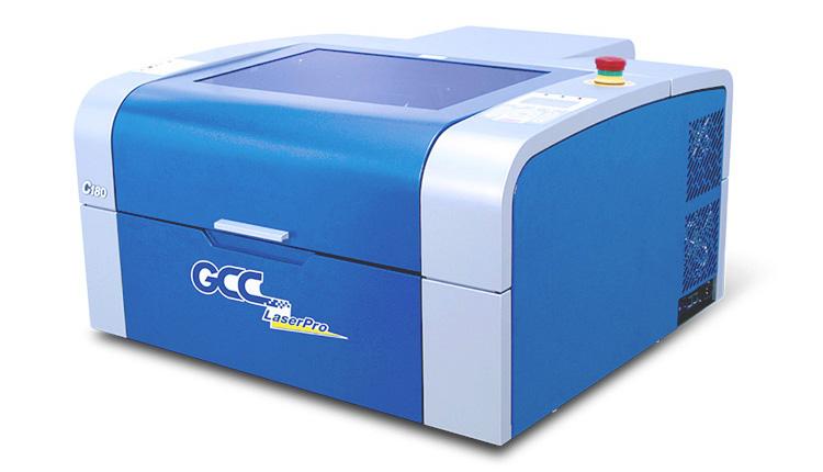 レーザーカッターの人気機種GCC社製 LaserProシリーズ C180Ⅱはアクリル5mm厚まで加工ができるので、小物やグッズ作成、木製小物へのロゴ入れ、名入れに最適です。