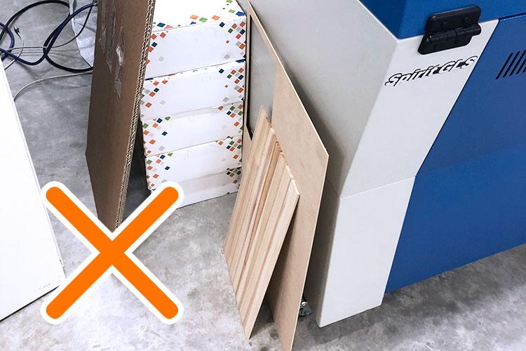レーザー加工機・レーザーカッターのオーバーヒートを予防する方法:機械の周りにたくさんものを置かない