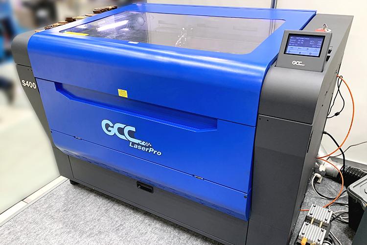 次世代森林産業展2019(FORESTRISE 2019)で木材の加工業として、コムネットがご提案したレーザー加工機の機種 GCC LaserProシリーズ S400