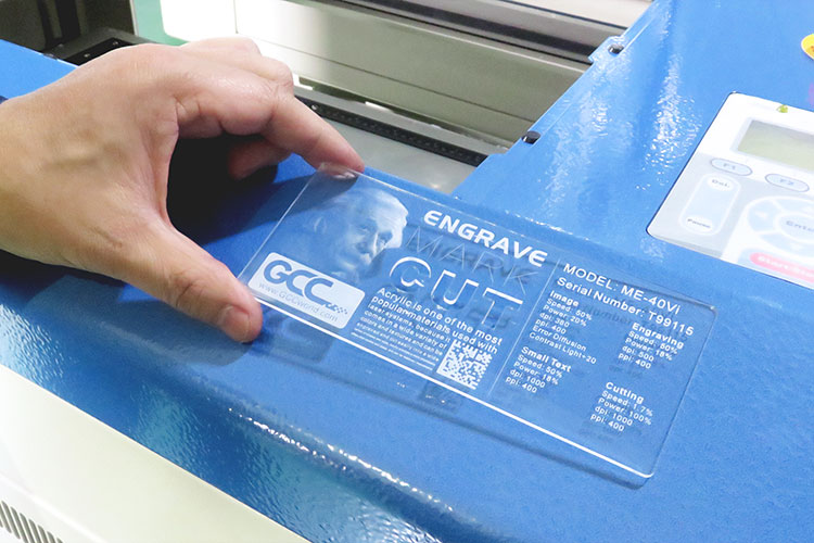 レーザーカッターの製造工程:出荷前の品質確認