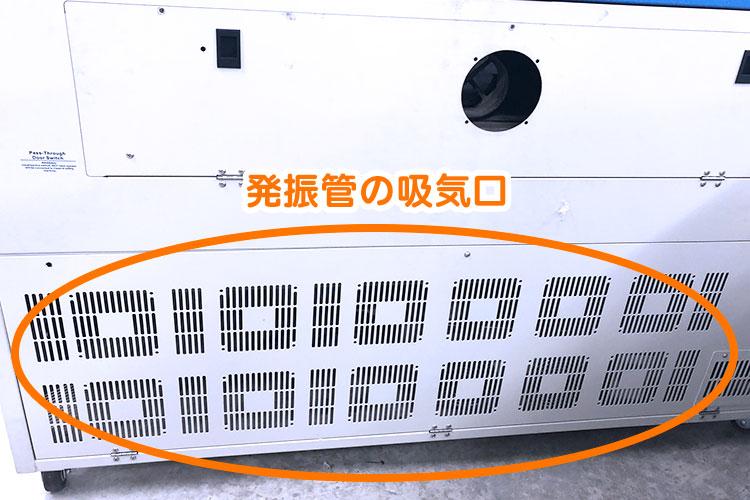 レーザー加工機・レーザーカッターの背面:発振管付近の吸気口