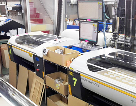 総台数30台以上のレーザー加工機とUVプリンターでアクリル加工。有限会社内田製作所様