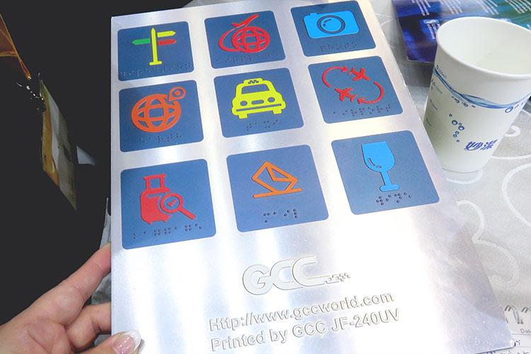新製品で制作したスポットニス加工・点字のサンプル