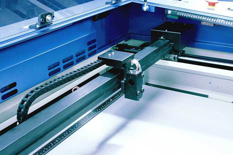 レーザー加工機からレーザーが発射されなくなったときのポイント:レーザーカッターを置いている環境が気温が低いか確認する