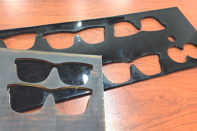 北陸産業のレーザー加工機活用事例:福井県鯖江市の眼鏡産業で小物・グッズ製作にレーザーカッターを活用
