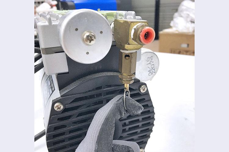 レーザーカッター・レーザー加工機のメンテナンス講座:コンプレッサーの水抜き