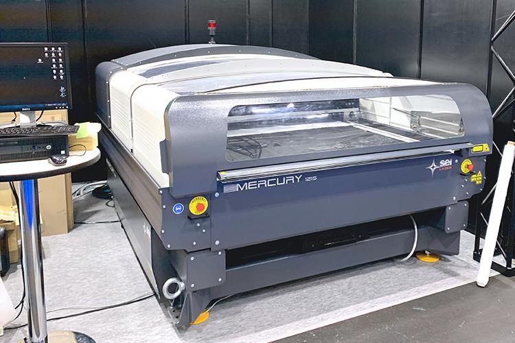 コムネットが「日本木工機械展/ウッドエコテック2019」に出展したレーザー加工機・レーザーカッター SEIシリーズ Mercury609