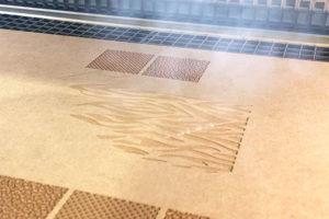 【動画で見る】超高速!木材へのレーザー彫刻加工・マーキング加工!
