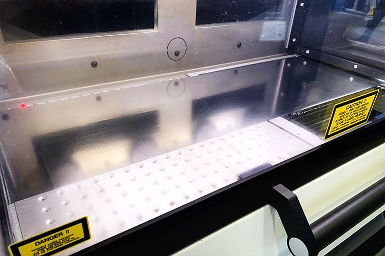 JAPAN PACK 2019(日本包装産業展) に出展機種 レーザー加工機 SEIシリーズ LabelMasterのデモンストレーション1