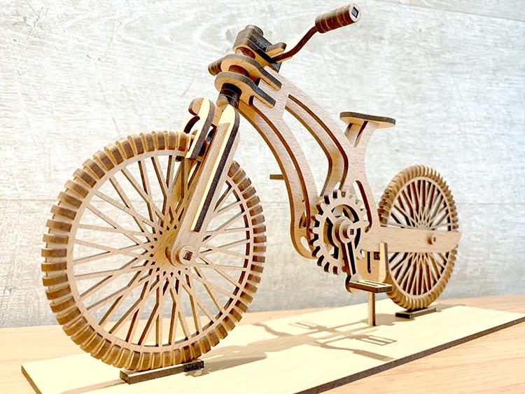 レーザー加工機と木目調シート貼りMDF「モクスタイル」で、木製の自転車組立模型を作ってみた