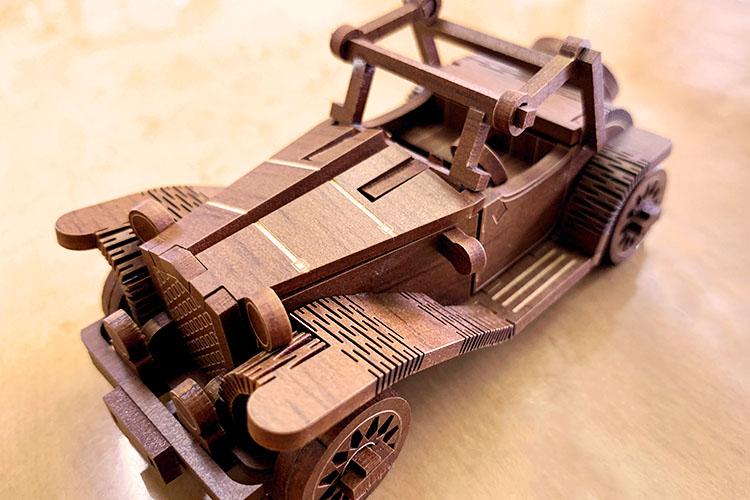 レーザー加工機の導入事例:永野家具工業株式会社様のレーザー加工製品:木目調のシート貼りMDFを使ったオリジナル模型・プラモデル