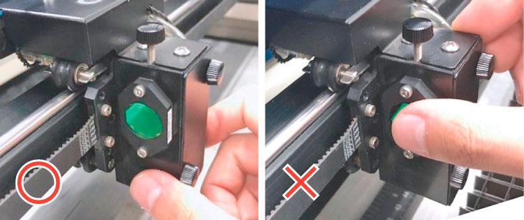 レーザーヘッドの持ち方:レーザーヘッドを動かす際、ついつい防塵レンズに触れてしまい、指紋をつけてしまっていることがあります。 防塵レンズに触れないようにヘッドを持つように意識しましょう。