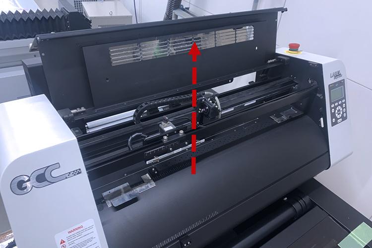 調整前の準備:トップカバーを開く|GCC LabelExpressのCCDカメラのコントラストの調整方法