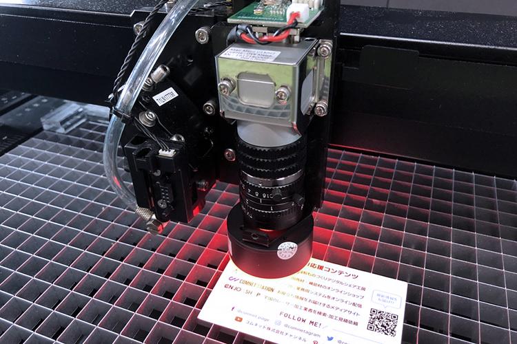 調整前の準備:用紙サンプルをセット|GCC SPIRITシリーズのCCDカメラのコントラストの調整方法